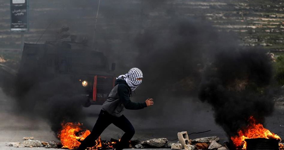 Hebron, decine di nativi palestinesi soffocati dai gas lacrimogeni israeliani