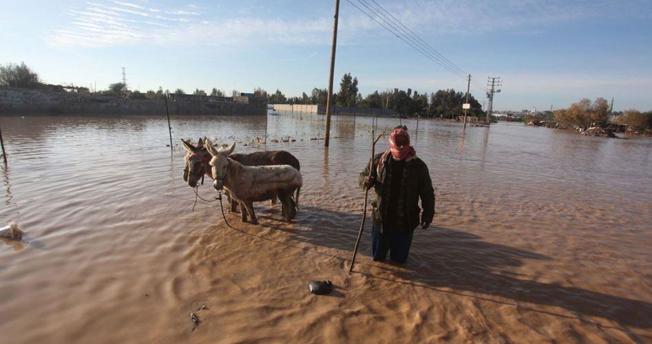 Khan Yunis accusa Israele di inondare la città