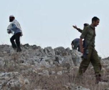 Coloni israeliani feriscono gravemente palestinese vicino a Nablus