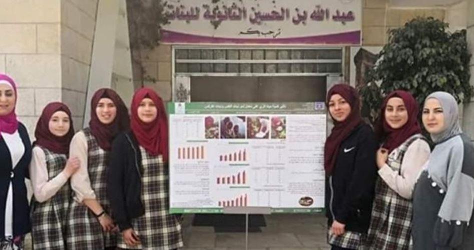 Decine di studentesse protestano contro tentativo israeliano di chiudere la loro scuola