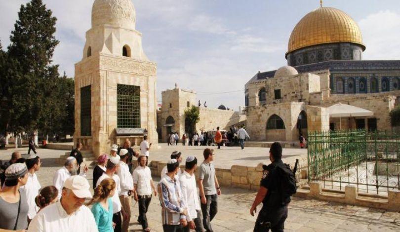 Gerusalemme, 44 coloni entrano a al-Aqsa