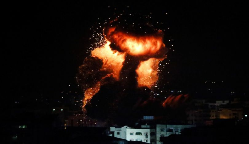 Bombardamento aereo israeliano contro siti della resistenza a Gaza