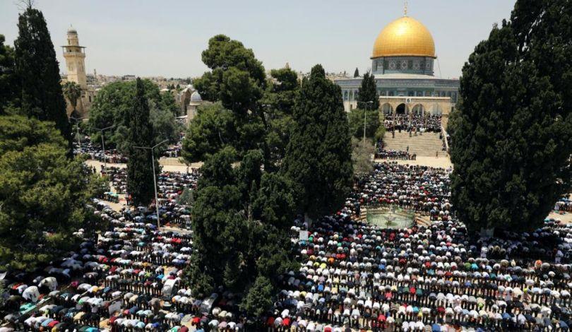 40.000 Palestinesi partecipano alla preghiera del venerdì a al-Aqsa. 5 feriti dalle forze di occupazione