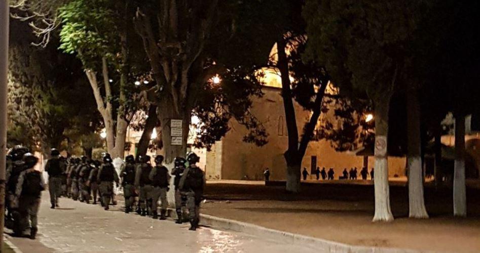 Gerusalemme, le forze israeliane aggrediscono fedeli a al-Aqsa