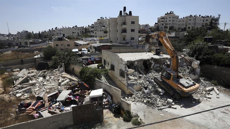 Due residenti palestinesi obbligati a demolire le proprie case a Gerusalemme
