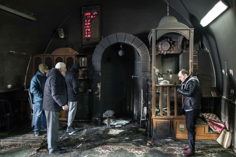 Nell'ultimo decennio, 46 moschee e 12 chiese incendiate dai coloni
