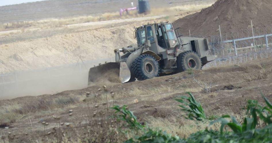 Esercito israeliano spiana terreni con bulldozer a Gaza