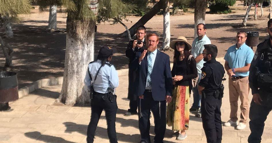 Yehudah Glick conduce coloni dentro al-Aqsa