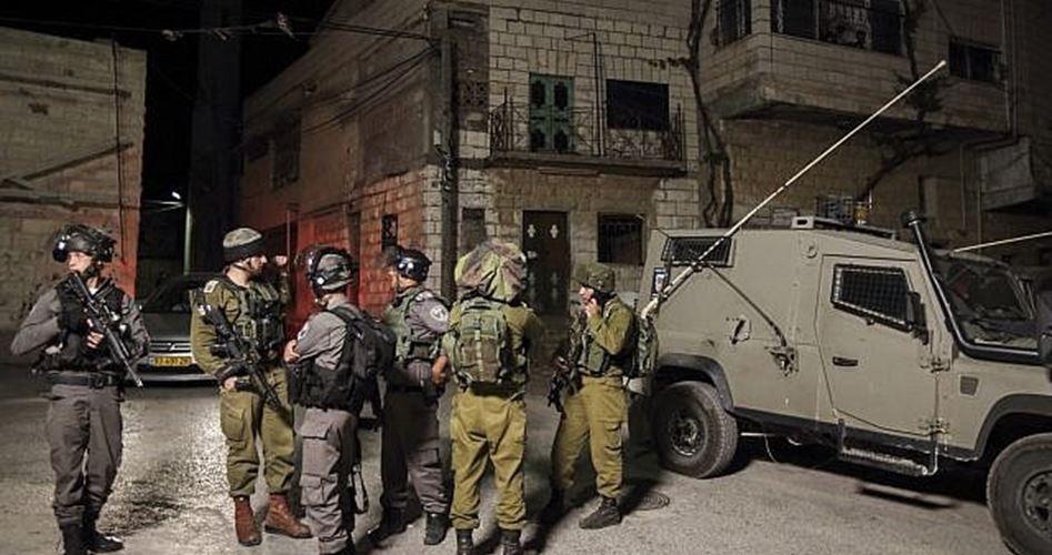 Un palestinese ferito, 12 rapiti dalle IOF in Cisgiordania