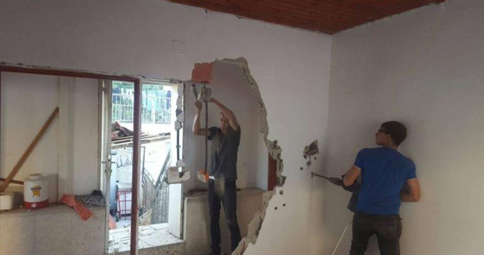 Famiglia gerosolimitana costretta a demolire la propria casa