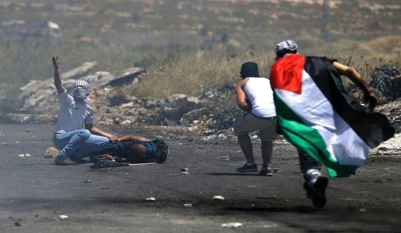14 Palestinesi feriti durante scontri con forze di occupazione a el-Bireh