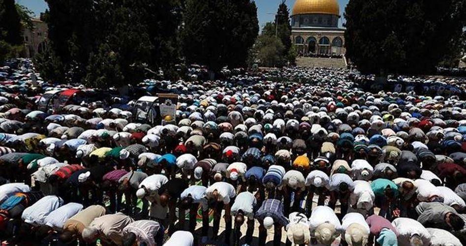 50 mila palestinesi partecipano alla preghiera del venerdì a al-Aqsa