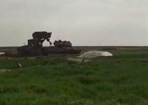 Striscia di Gaza, soldati uccidono giovane palestinese e bulldozer ne strazia il cadavere