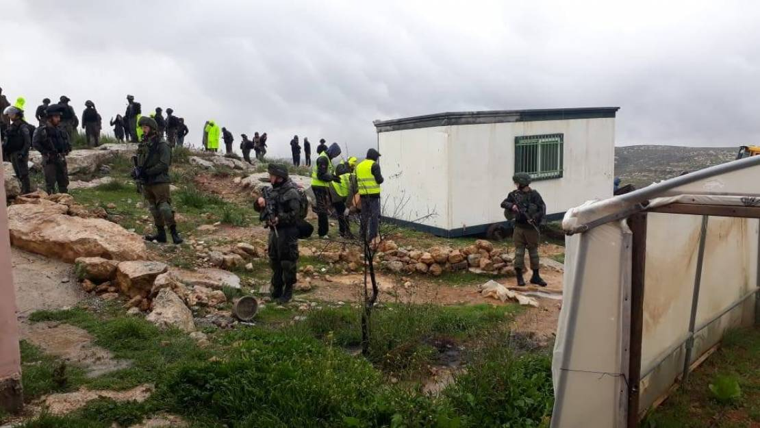 Le truppe di occupazione sequestrano aula container a Yatta