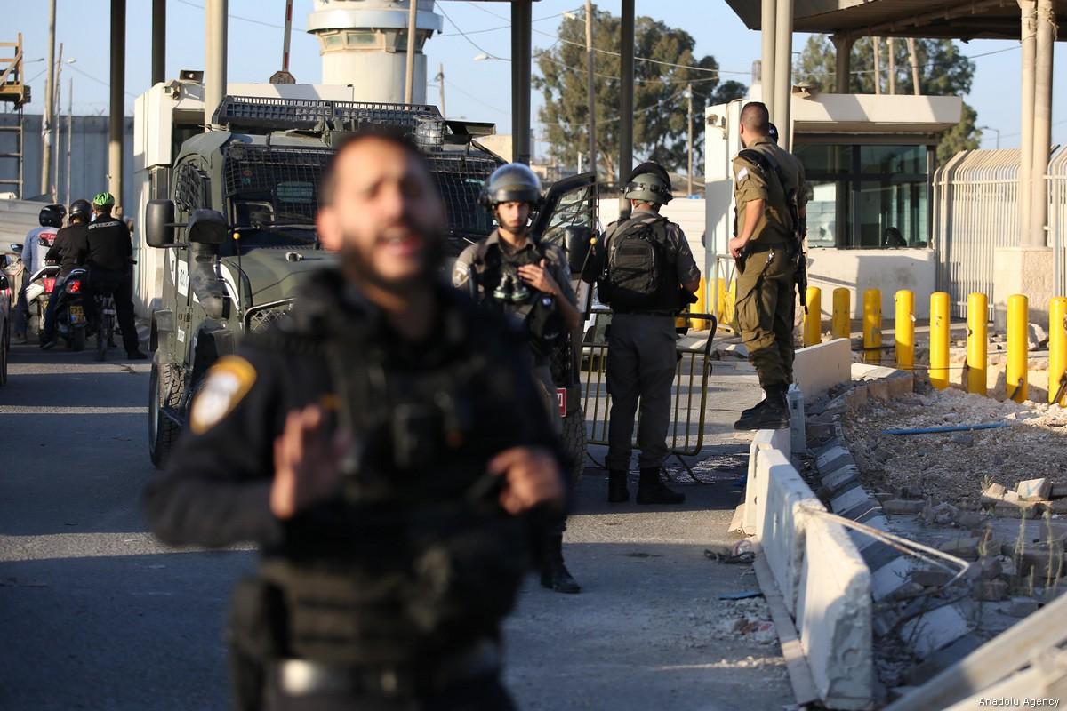 Esercito di occupazione chiude palestinesi in casa per permettere visite dei coloni