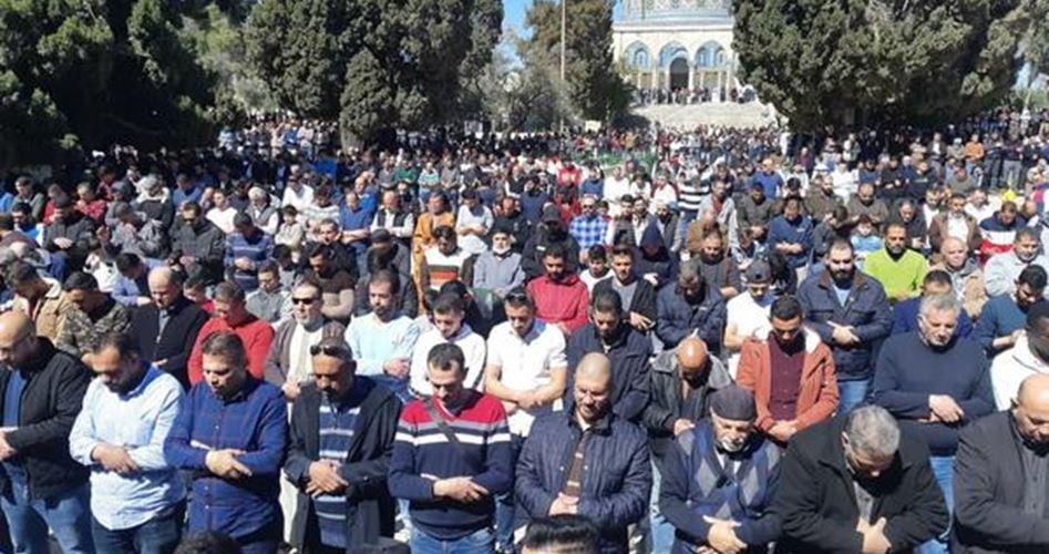 Gerusalemme, 20.000 Palestinesi partecipano alla preghiera a al-Aqsa
