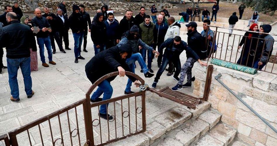 Coloni invadono al-Aqsa…nonostante la chiusura per il Covid-19