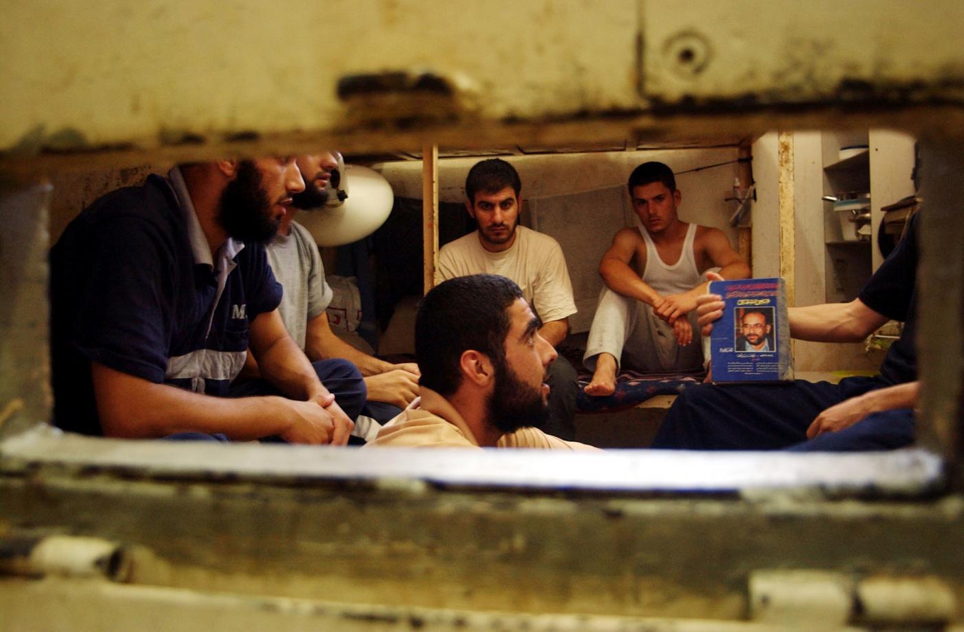 Coronavirus: nelle sporche e sovraffollate carceri israeliane i detenuti palestinesi temono per le loro vite