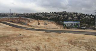 IOA spianano terreno palestinese per espandere colonia israeliana