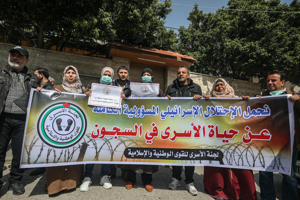 """Mentre la negligenza continua, Israele consiglia ai prigionieri palestinesi di """"usare i loro calzini per farne delle mascherine"""""""