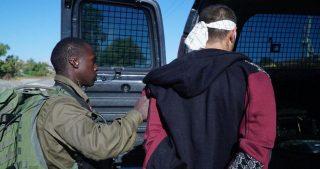 IOF sequestrano avvocato palestinese in posto di blocco a Ramallah