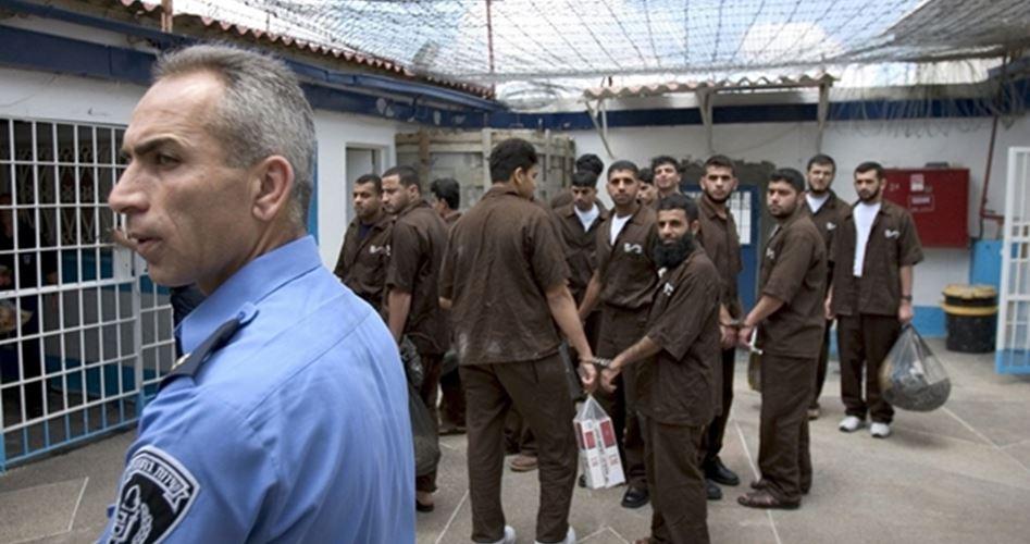 I carcerieri di Ofer trasferiscono i prigionieri in quarantena senza test anti-coronavirus