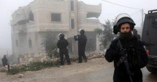 Gerusalemme, 3 giovani picchiati e arrestati dalle forze di occupazione
