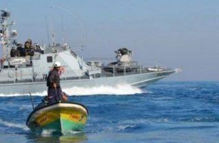 PCHR: Pescatore ferito e pescherecci danneggiati, le forze navali israeliane continuano gli attacchi ai pescatori palestinesi nelle acque di Gaza