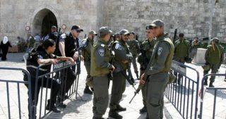 Polizia israeliana arresta guardia di al-Aqsa, vietandogli di avvicinarsi alla moschea