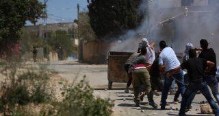 Diversi giovani e un fotoreporter feriti dalle IOF durante manifestazione a Qalqiliya