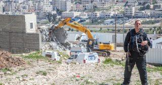 Le IOF distruggono casa e strutture turistiche nel distretto di Nablus