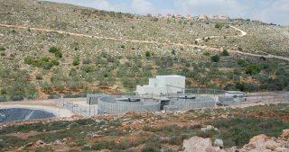 IOF sfrattano palestinese dalla sua terra a Betlemme