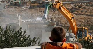 Madre gerosolimitana e i suoi 8 figli senza tetto: Israele ha distrutto la loro casa