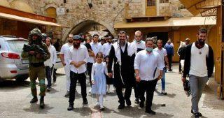 Padre, figlio e nipote feriti da coloni a Ramallah