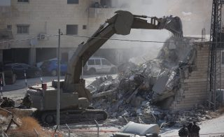 Le forze di occupazione invadono cittadina vicino a Gerusalemme