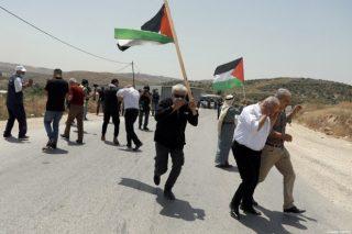 Forze israeliane reprimono manifestanti palestinesi