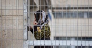Due donne palestinesi continuano in isolamento nel carcere di Ramla