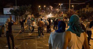 Violenti scontri tra giovani locali e forze di occupazione a al-Issawiya