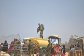 Truppe israeliane confiscano strutture palestinesi nella Valle del Giordano