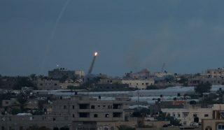 Bombardamento aereo israeliano contro aree della Striscia di Gaza