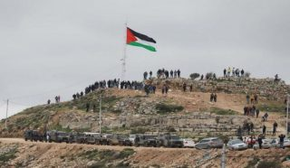 Decine di Palestinesi feriti dalle IOF durante manifestazioni anti-colonie