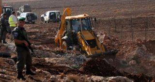 IOA distruggono terreni palestinesi per creare sistema fognario per coloni