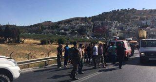Bimba di 5 anni investita, e ferita, da coloni a Hebron