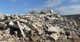 L'esercito israeliano rade 2 case a sud di Hebron e disloca una famiglia