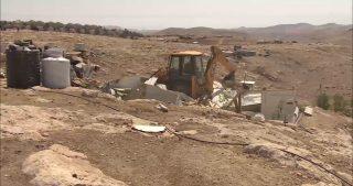 Israele distrugge abitazioni a Khan al-Ahmar e disloca famiglie beduine