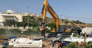 IOF distruggono autolavaggio e confiscano le attrezzature a al-Khader
