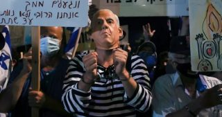 Migliaia di manifestanti contro Netanyahu a Tel Aviv e Gerusalemme