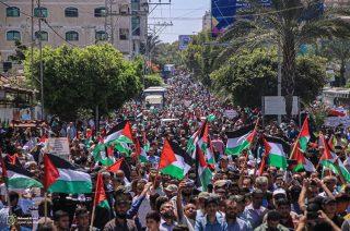 Centinaia di migliaia di Palestinesi manifestano contro annessione israeliana