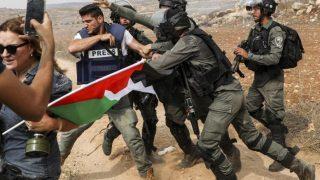 Per i giornalisti palestinesi, gli attacchi violenti delle forze israeliane fanno parte del lavoro