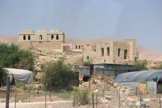 Soldati israeliani distruggono vasche di irrigazione palestinesi a nord di Gerico